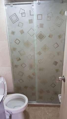 Divisiones para baños en vidrio templado