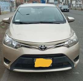 Toyota Yaris mecánico 2014 con aire acondicionado y permiso de taxi remise hasta el 2023 papeles al dia.