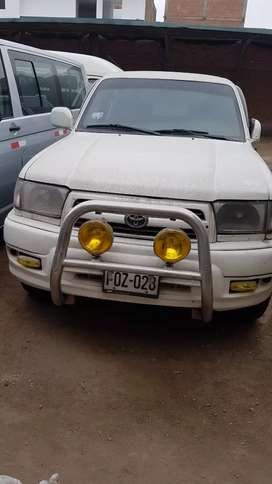 Camioneta TOYOTA HYLUX de uso particular