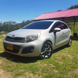 Vendo Kia Rio Space modelo 2013 FULL