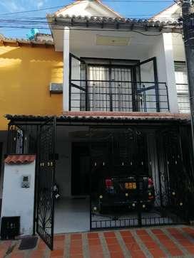 Vendo hermosa casa de tres niveles, sector se alta valorización