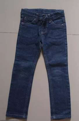 Jeans talle 4 Cheeky y uno talle 6