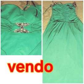 Vendo vestidos de noche. A $800 cada uno consulten por whatsapp