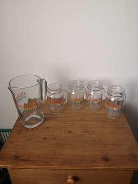 Juego de vasos y jarra
