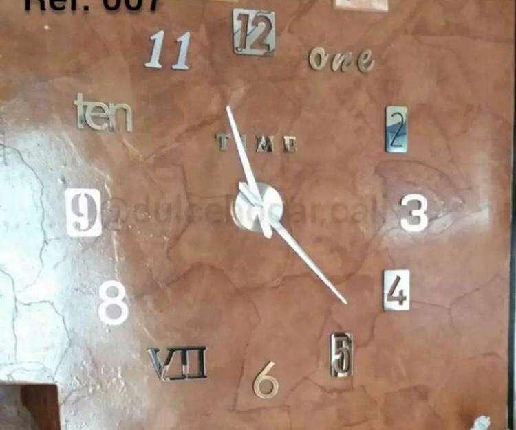 Reloj en 3d tamaño grande 0