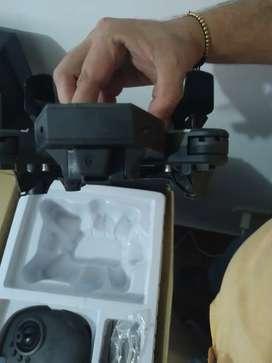 Vendo dron casi nuevo poco uso ya q mi hijo solo lo utilizo tres veces en la finca de resto acá en ciudad imposible