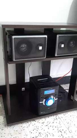 regalo mesa con equipo de sonido como nuevos los dos