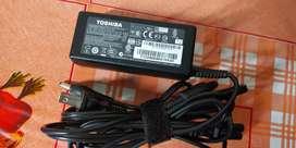 Venta de cargador para laptop toshiba