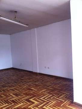 Alquilo Oficina, zona céntrica en Huancayo Frente Banco Continental.Calle Real