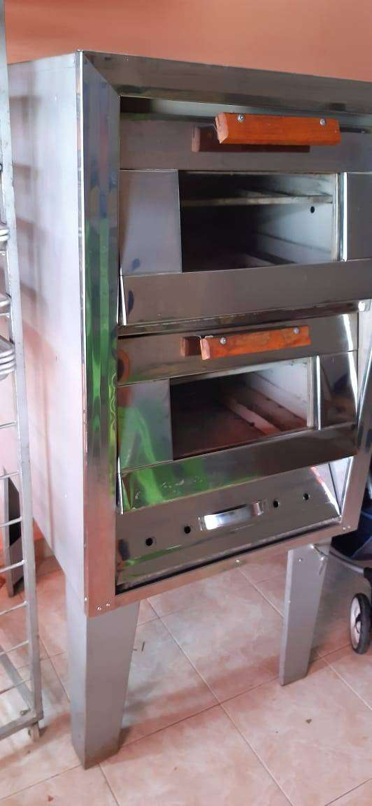 vendo horno 4 puesto,  vitrina para pizza, latas y estante
