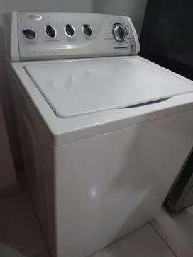 Potente lavadora Whirlpool 34 libras como nueva