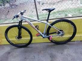 Se vende bicicleta montañera componentes alivio y altus