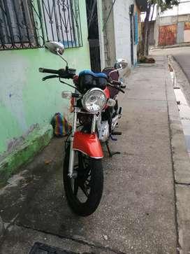 Venta de moto como nueva cero problemas solo de casa y un solo dyeño