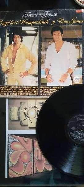 DISCO VINILO LP TOM JONES Y ENGELBERT HUMPETDINCK FRENTE A FRENTE LONDON DELILAH 14 TEMAS 1982