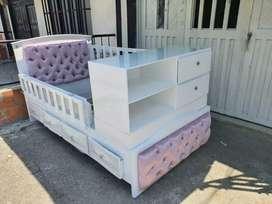Hermosa cama cuna en poliuretano