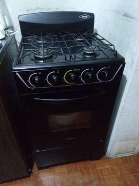 Estufa marca haceb con horno, 2 meses de uso.