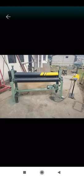 Dobladora,baroladora se tool de 4 m.m. con motor.
