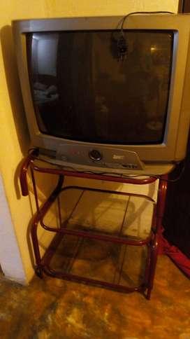 Vendo televisor y mesa