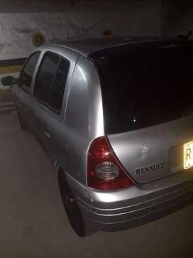 Vendo Renault clio gris mod 2003 seguro y tecno  nuevo llantas nuevas vidrios eléctricos aire acondicionado ojo