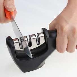 Afilador de cuchillo profesional (GRANDE) color negro y rojo