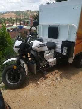 Motocarro con furgon-cabina para distribución mercancia-alimentos