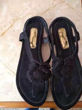 Sandalia de color negro
