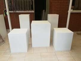 Venta Kit mobiliario para eventos y fiestas ( mesa vintage, cubos, arco )