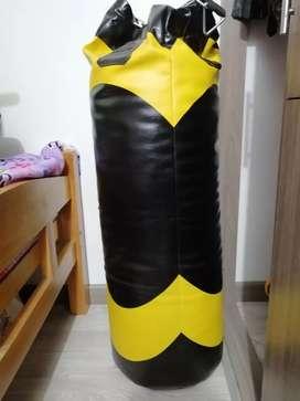 Tula boxeo con guantes y gancho