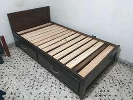 Se vende cama sencilla fina madera con colchon nuevo
