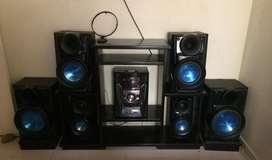 Equipo de sonido metal bass,con 6 bafles,tiene para cuatro cidices la instalacion gratis y ala puerta de su casa llegara