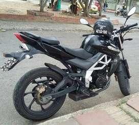 Moto Um xtreet 180R vendo cambio