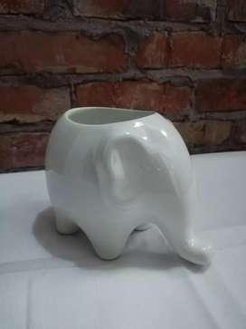 Matera con figura de elefante
