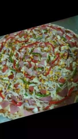 Soy preparado y pizzero algo todo tipo de salsa tartara piña gel chimichuri masa pizza salsa pizza