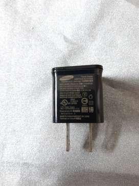 Cargador MICRO cubo pequeño Samsung color negro para cable USB 1A