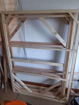 Bastidores usados y nuevos en pino, medidas variadas  (140x100cms, y 135x94cms)