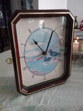 Vitrina con reloj