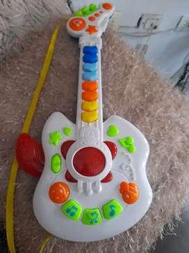 Guitarra de pilas usado