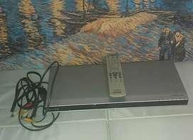 DVD Sony con control remoto y cables