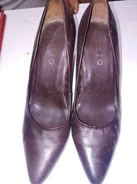 Zapato de tacon alto color marrón para vestir