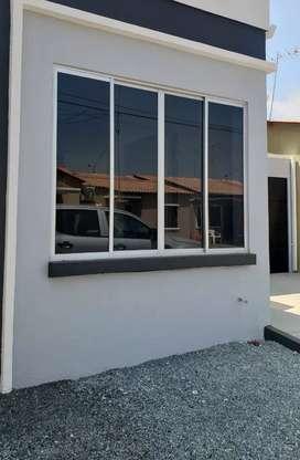 Casa de 3 Dormitorios en Urbanizacion La Joya, Excelentes Acabados
