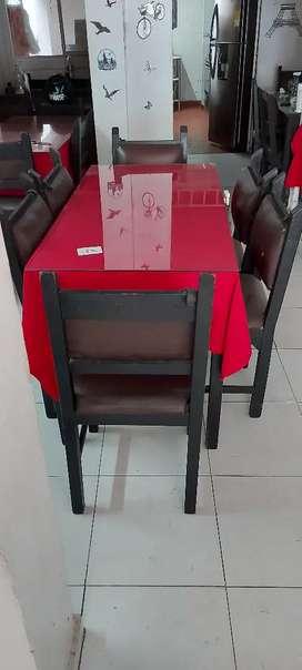 Se venden 08 mesas en madera con sus respectivas sillas, cada juego sale en $130.000 pesos