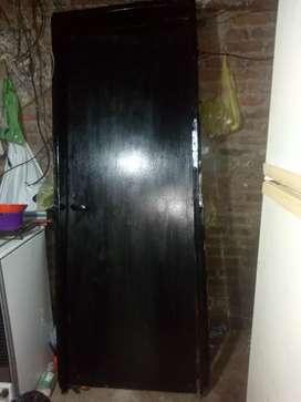 Puerta placa negra muy buena y juego d baño completo con griferia