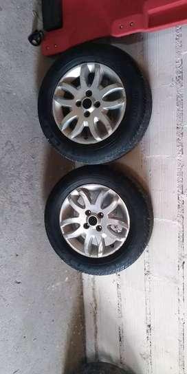 Vendo 2 llantas 14 con Dos Pirelli c/medio dibujo