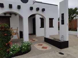 Bonita casa en venta, en urbanización cerrada, en Salinas