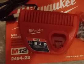 Cargador milwaukee m12