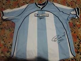 Camiseta usado en buen estado, autografiado, Marca Topper.