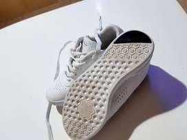 Zapatillas Reebok niña originales vendo ya