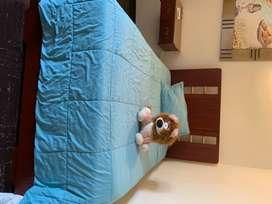 Linda cama con somier en madera