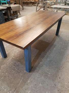 Mesa vintage 1 x 240 base azul