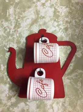 Set de 2 tazas para cafe + lamina de madera para colgarlas en la pared